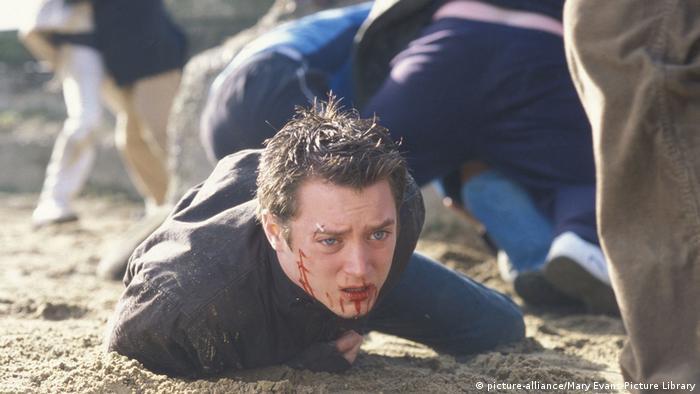 Об истоках и проявлениях футбольного фанатизма рассказывает британско-американский фильм Хулиганы, снятый режиссером Лекси Александром в 2005 году.