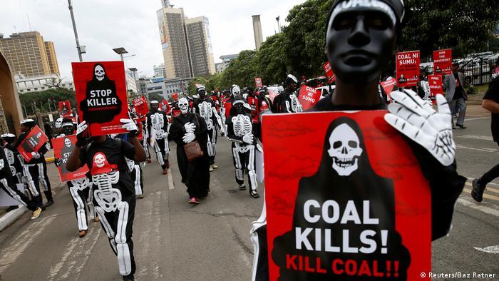 Demonstration gegen Kohlekraftwerk in Nairobi (Archivbild)