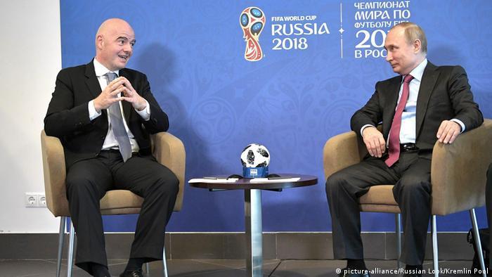 Der russische Präsident Wladimir Putin und FIFA-Präsident Gianni Infantino (picture-alliance/Russian Look/Kremlin Pool)