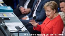 06.06.2018+++++++, Berlin: Bundeskanzlerin Angela Merkel (CDU) beantwortet erstmals im Rahmen einer Fragestunde im Bundestag die Fragen der Abgeordneten. Die Bundeskanzlerin informierte in der einstündigen Befragung in der 35. Sitzung der 19. Legislaturperiode über den bevorstehenden G7-Gipfel in Kanada. Kein Regierungschef zuvor hatte sich in diese Fragerunde begeben. Merkel kommt mit diesem Auftritt einer Vereinbarung im Koalitionsvertrag von Union und SPD nach. Foto: Bernd von Jutrczenka/dpa +++(c) dpa - Bildfunk+++ | Verwendung weltweit