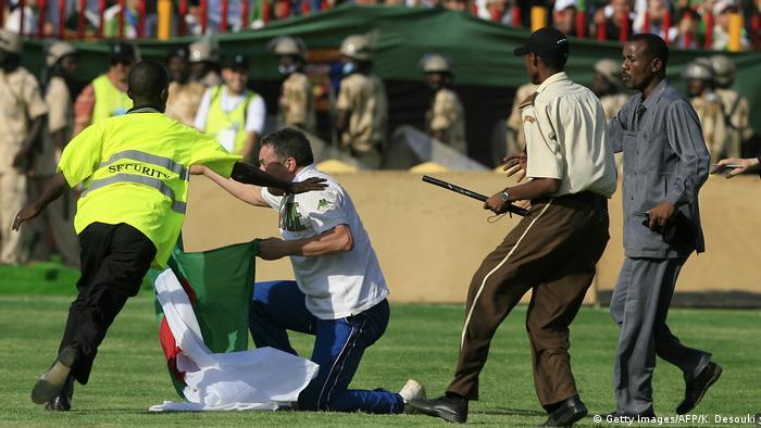 Fußball Sudan Ausschreitungen Fans Ägypten vs Algerien (Getty Images/AFP/K. Desouki)