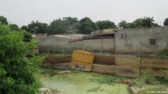 "Angola Viana - ""Lagoa da morte"" / ""Lake of death"" (DW/B. Ndomba)"