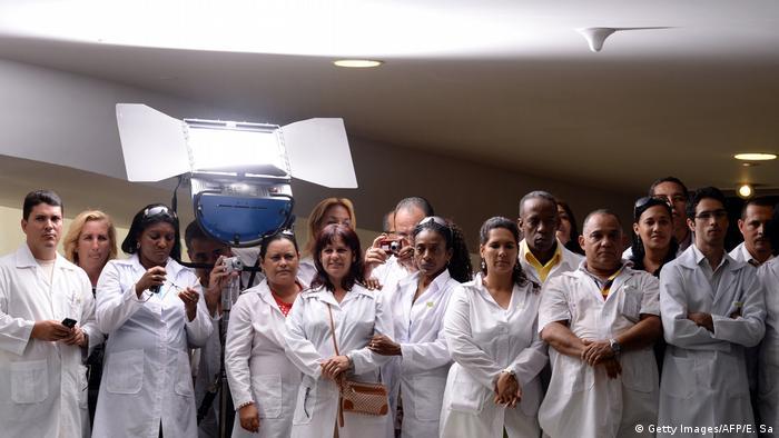 Médicos cubanos no lançamento do programa Mais Médicos em Brasília, 22/10/2013