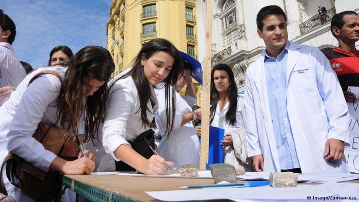 Brasilien Proteste gegen Ärzte aus Kuba