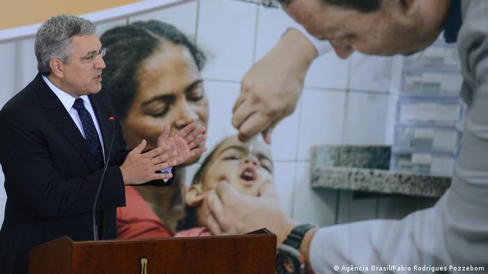 Brasilien Gesundheitsminister Alexandre Padilha bei Einführung von Mehr Ärzte