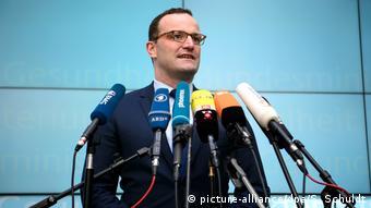 Deutschland, Berlin: Bundesgesundheitsminister Spahn zu GKV-Versichertenentlastungsgesetz (picture-alliance/dpa/S. Schuldt)