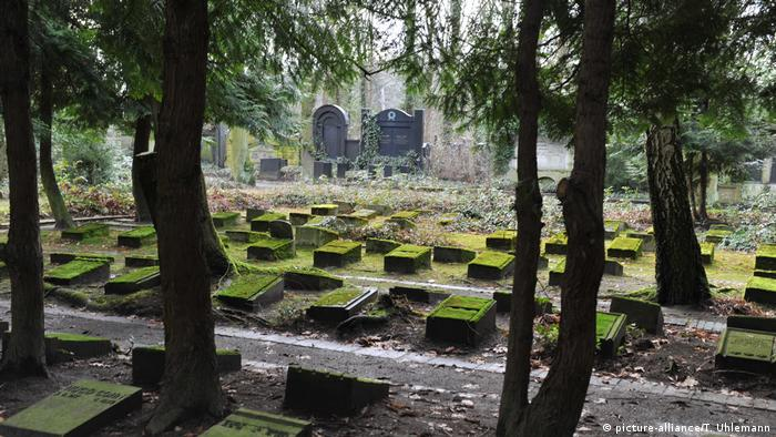 The Jewish cemetery in Berlin (picture-alliance/T. Uhlemann)