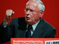 Oskar Lafontaine presentó la plataforma de la campaña de su partido en Berlín.