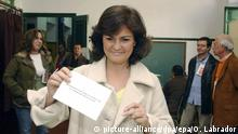 epa00936025 Spanish Culture Minister Carmen Calvo, casts her vote in a polling station in Cordoba, southern Spain, during the referendum for the Andalucia's Statute reform, on Sunday 18 February 2007. EPA/OLGA LABRADOR |