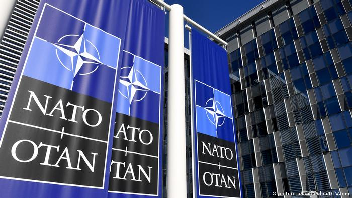 У штаб-квартиры НАТО в Брюсселе