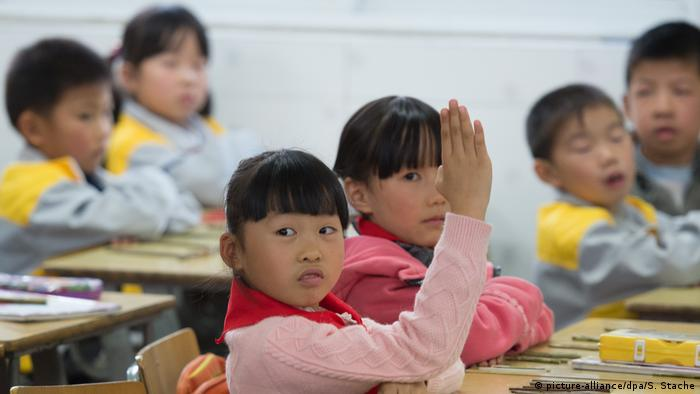 China Kinder lernen in der Schule (picture-alliance/dpa/S. Stache)