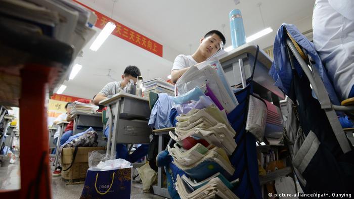 chinesische Hochschulaufnahmeprüfung (picture-alliance/dpa/H. Qunying)