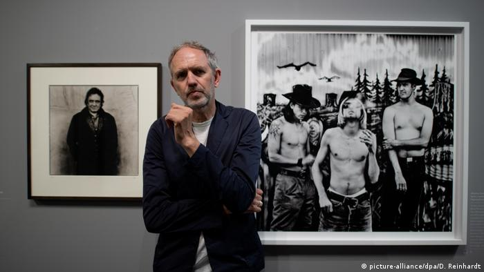 Anton Corbijn at the The Living and the Dead exhibition in Hamburg (picture-alliance/dpa/D. Reinhardt)