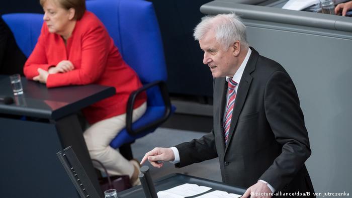 Seehofer en el parlamento alemán.