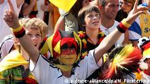 Fußball WM Schwarz-Rot-Gold Kinder im Fußballfieber