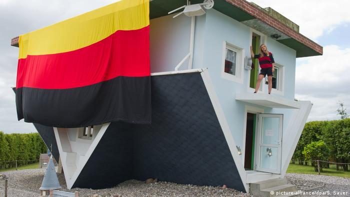 ЧМ по футболу – дом вверх дном