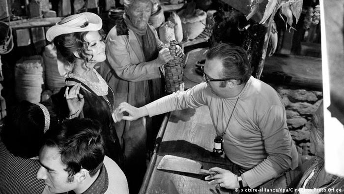 Sergio Leone (d.) no set de filmagens de 'Era uma vez na América'
