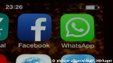 App-Icons von Facebook und WhatsApp (picture-alliance/dpa/F. Hörhager)