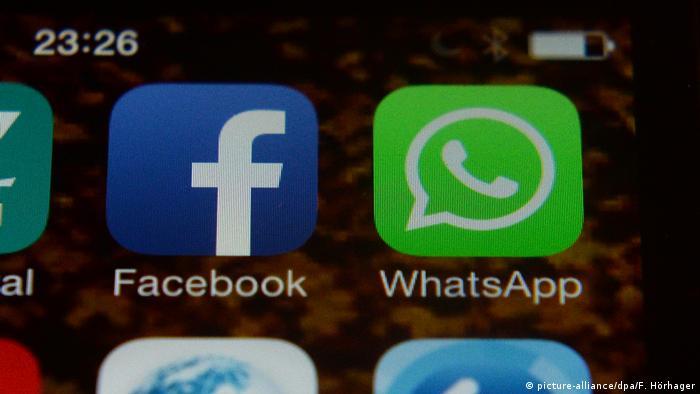 App-Icons von Facebook und WhatsApp (picture-alliance/dpa/F. Hörhager)