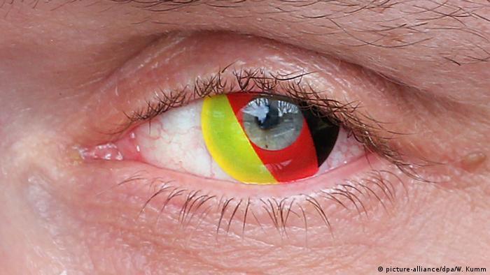ЧМ по футболу - трехцветные контактные линзы