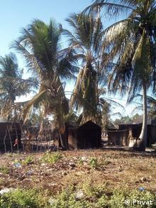 Mosambik abgebranntes Haus im Macomia
