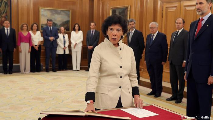 Spanien Ministerinnen im neuen Kabinett Isabel Celaa (Reuters/J.J. Guillen)