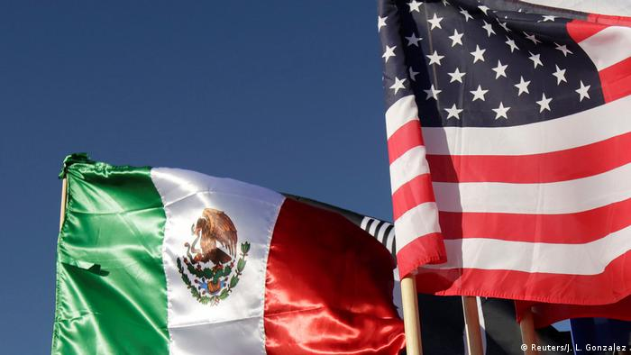 Mexico and US flags waving in the wing (Reuters/J. L. Gonzalez)