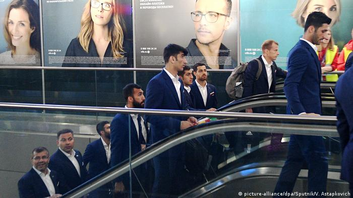 Iranian football team arrives in Russia (picture-alliance/dpa/Sputnik/V. Astapkovich)