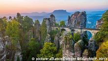 Deutschland Sachsen Rathen die Basteibrücke