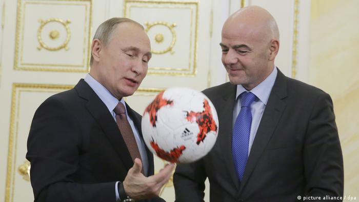Gianni Infantino, Vladimir Putin holding football
