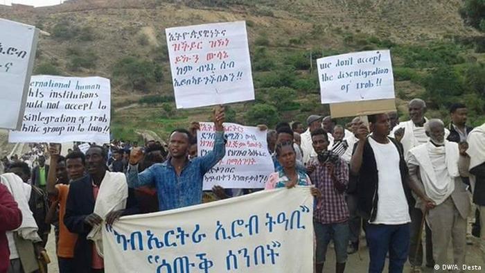 Äthiopien Proteste gegen die EEBC-Entscheidung (DW/A. Desta)