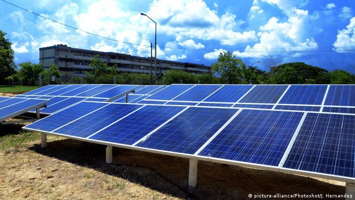 Kubanisch-chinesische Beziehungen Photovoltaik (picture-alliance/Photoshot/J. Hernandez)