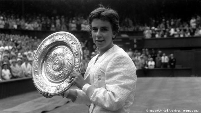 Maria Bueno after winning the Ladies Singles Championship at Wimbledon in 1960 (Imago/United Archives International)