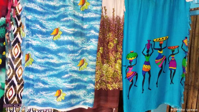 Mosambik Textilindustrie in Nampula - Capulanas (DW/Sitoi Luxeque)