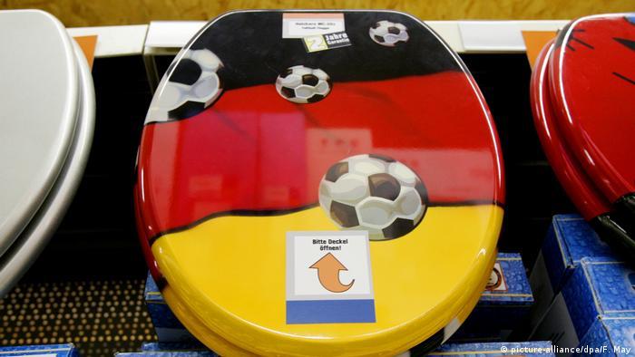 ЧМ по футболу для фанатов - крышка унитаза