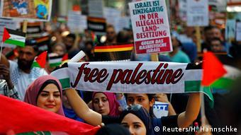 Deutschland Al-Quds-Marsch in Berlin (Reuters/H. Hannschke)
