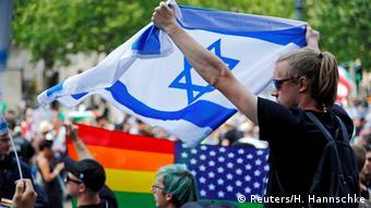 Deutschland Al-Quds-Marsch in Berlin Gegendemonstranten (Reuters/H. Hannschke)