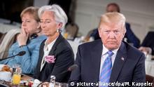 09.06.2018, Charlevoix, La Malbaie, Quebec, Kanada: Donald Trump, Präsident der USA, sitzt beim Frühstück der Staats- und Regierungschefs der G7-Staaten mit Mitgliedern des Gender Equality Advisory Council der G7-Präsidentschaft neben Christine Lagarde, IWF-Direktorin (M), Bundeskanzlerin Angela Merkel (CDU). Das zweitägige Treffen der G7-Staaten endet mit Arbeitssitzungen mit den sogenannten Outreach Ländern. Foto: Michael Kappeler/dpa +++ dpa-Bildfunk +++   Verwendung weltweit