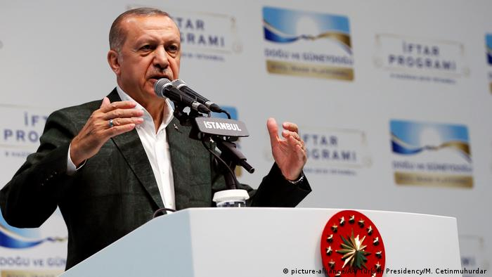 Istanbul Erdogan Iftar Ansprache (picture-alliance/AA/ Turkish Presidency/M. Cetinmuhurdar )