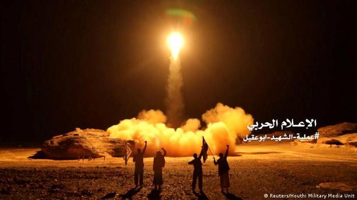 Jemen Propagandabild Huthi Rebellen Raketenbeschuss Saudi Arabien (Reuters/Houthi Military Media Unit)