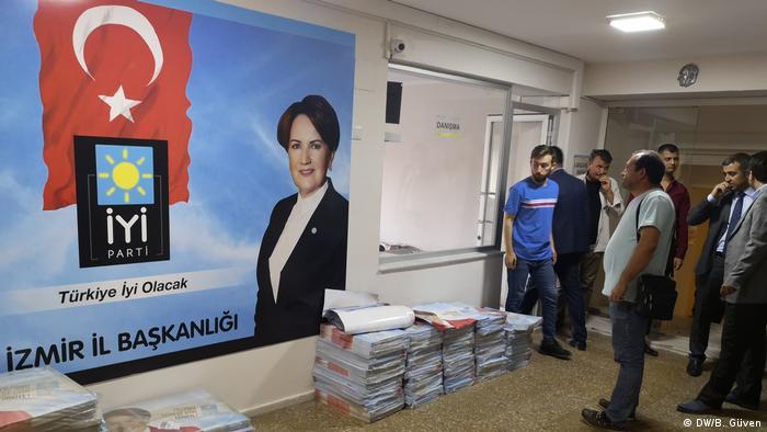 Türkei Eindrücke Wahl in Izmir (DW/B. Güven)