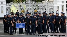 10.06.2018 +++ Police gather outside the gates of the Istana in Singapore June 10, 2018. REUTERS/Athit Perawongmetha