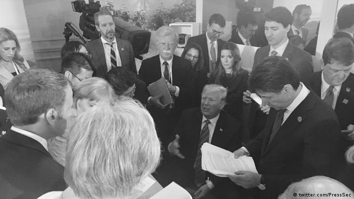 Black and white picture of world leaders in Charlevoix (twitter.com/PressSec)