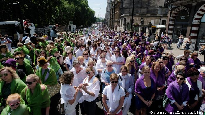 London march celebrating 100 years of women's suffrage (picture-alliance/Zumapress/R. Tang)