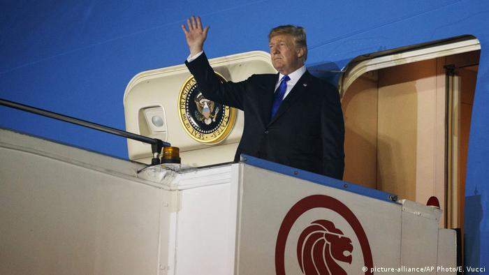 Трамп на трапе самолета