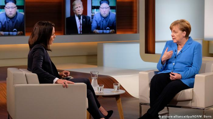 Deutschland Bundeskanzlerin Angela Merkel zu Gast bei Anne Will (picture-alliance/dpa/NDR/W. Borrs)