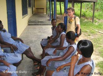 Judith Scholz und die Mädchen vom Schulzentrum machen Mittagspause.