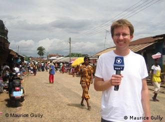 1LIVE-Reporter Maurice Gully auf dem Markt in Tafo.