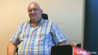 Laurent Lardinois in seinem Büro in Brüssel (DW/D. Pundy)