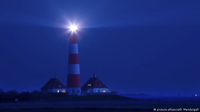 Symbolbild, Wörter der Woche: Leuchtturm (picture-alliance/D. Mendzigall)